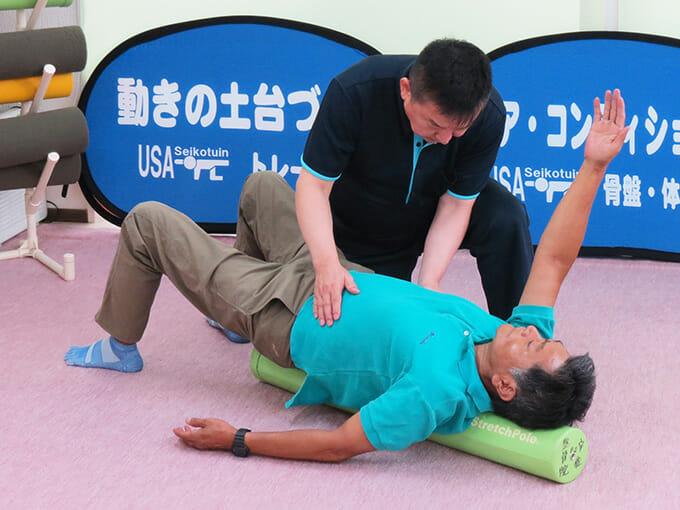 原因となる、体幹と手足の全体を改善します
